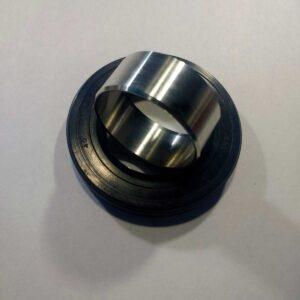 Втулка для ремонта вала в стиральной машине LG изготовлена из высококачественной нержавеющей стали на высокоточном заводском оборудовании. Втулка ремонтная для крестовины стиральной машины LG на 3.5 - 6 кг. Применяется с сальником: 40*72*10 40*72/88*8,5/14,8 40*66*10/11,5 + Смазка для сальника. По стандарту идёт с сальником 40*66*10/11,5, возможно переукомплектовать под необходимый размер сальника.